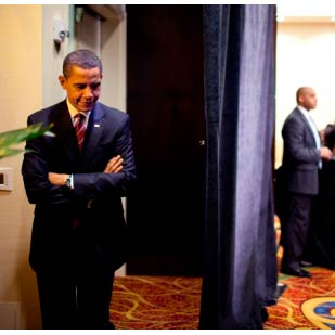 http://www.onantzin.com/images/news_stories/Barack_Obama_waits_to_speak_to_Hispanic_Chamber_of_Commerce_3-10-09.jpg
